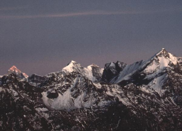 Photo of peaks around the  Nanda Devi Sanctuary at dusk